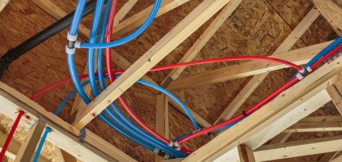 Лучевая разводка труб будет скрыта подвесным потолком